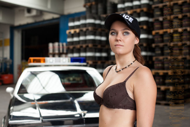 Model in BH vorm Police Car