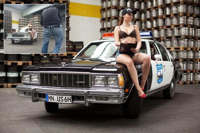 Police Car + Model auf Postkarte (Making of)
