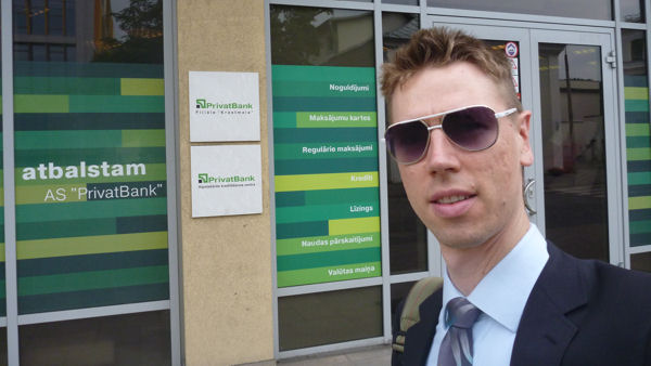 Der Autor in Riga, Lettland, an der AS Privatbank.